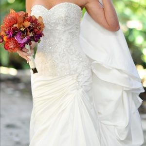 Allure Bridal Gown altered down to size 0 Ivory